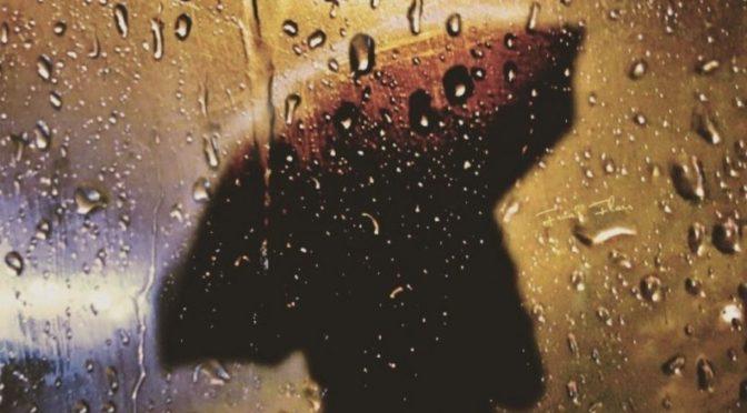Силуета са кишобраном